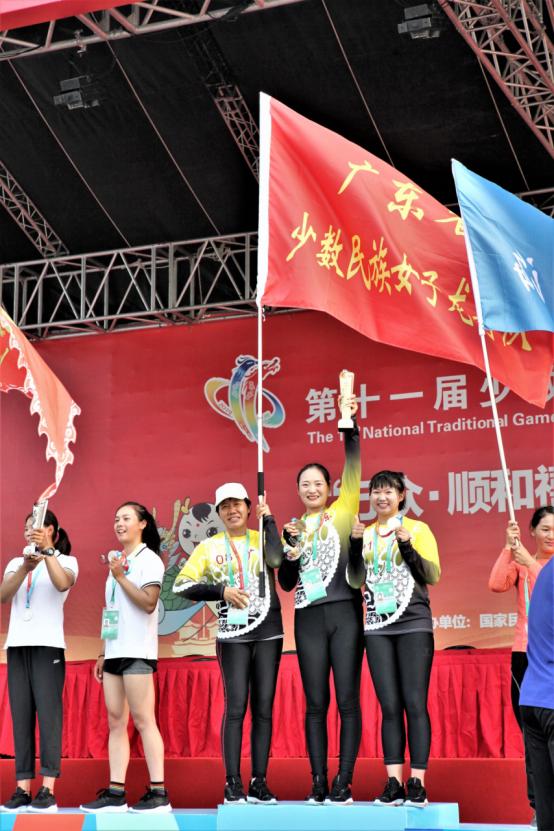 (重点稿件)广东女子龙舟队演绎新时代民族大团结1429.png