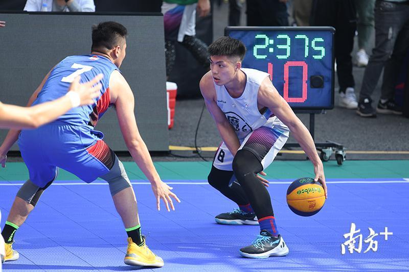 实力超群的东莞南城没给对手要多机会,以21比14提前结束比赛,问鼎冠军。