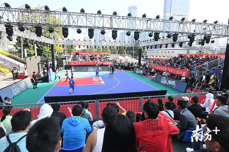 作为国内首创的联赛赛制的3X3篮球比赛,本次比赛分为城市预选赛、44强分站赛、32强分站赛及总决赛四个阶段,设置男子女子两个组别,规模覆盖广东省全省,比赛场次达3500场。据悉,本次3x3篮球联赛在开放报名短短几天内,报名队伍达到1580支,参赛人数达5353人受到全省各地篮球爱好者的积极响应。