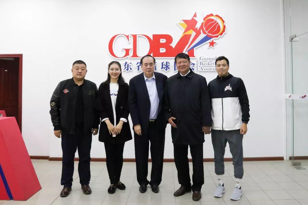 新疆篮协代表团与广东篮协代表团会后合影