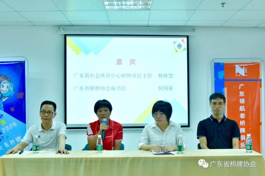 从左至右依次是:马俊山老师、何国荣女士、杨妙慧女士、陈益清老师